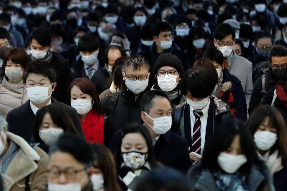 Власти Японии приняли решение о введении в стране чрезвычайного положения сроком как минимум на месяц.