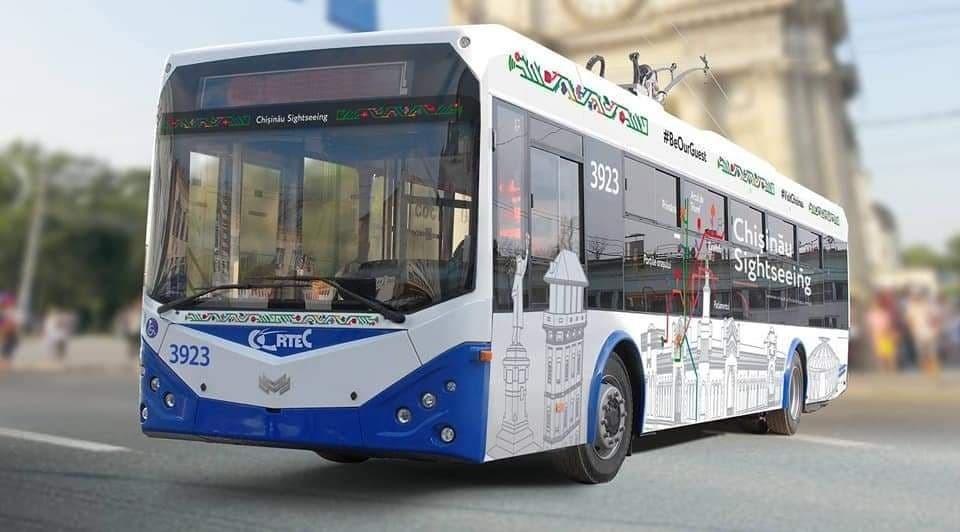 Какой красивый троллейбус и внутри еще интересное рассказывают. Фото мэрии Кишинева.
