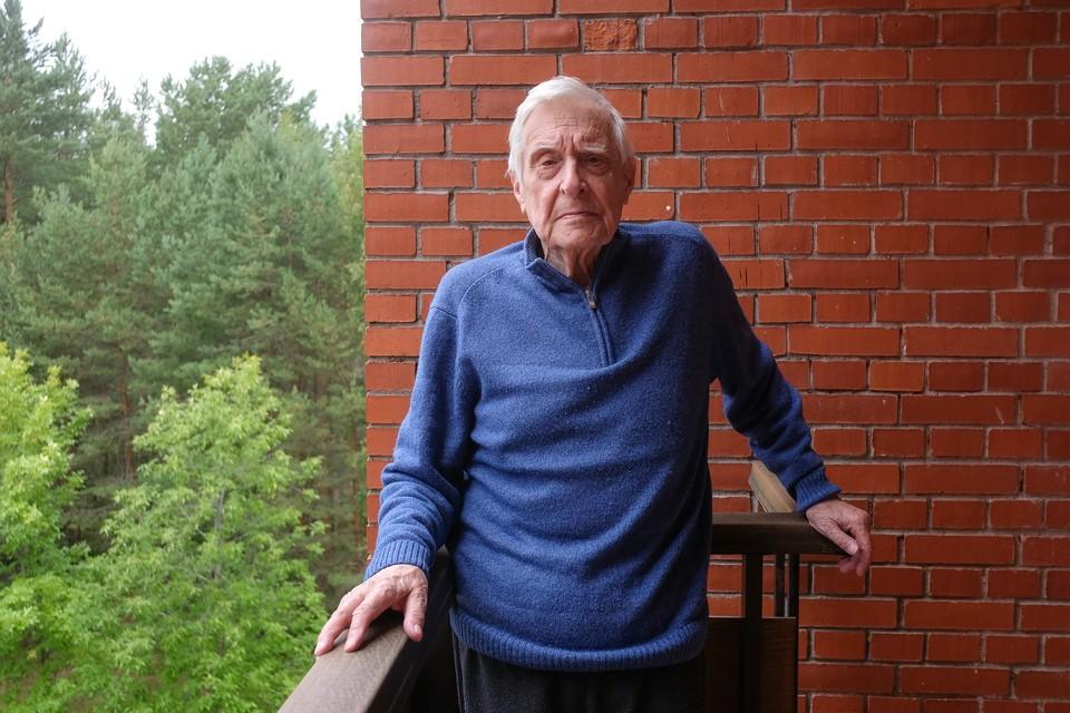 Олег Басилашвили лечится дома