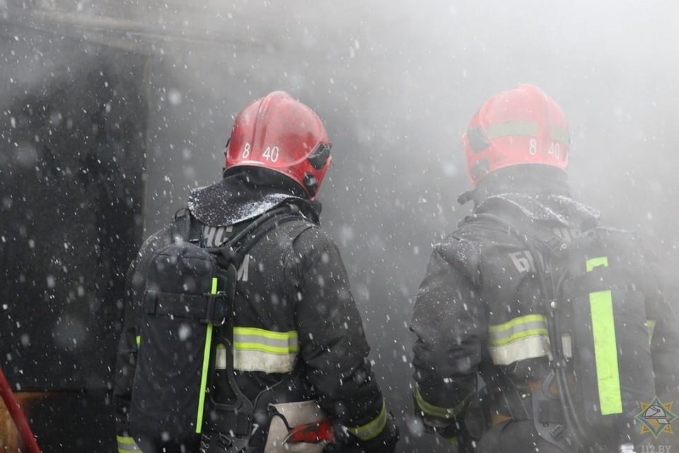 Неосторожное обращение с огнем могло стать причиной пожара в минском общежитии. Фотоиллюстрация: МЧС.