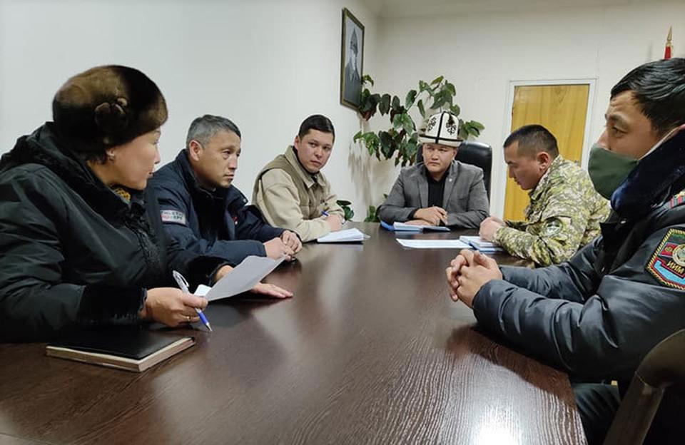 В Караколе по факту ЧП прошло экстренное совещание.