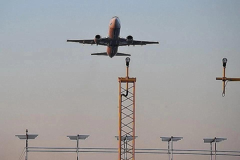 В Шереметьево штатно приземлился самолет с поврежденным шасси