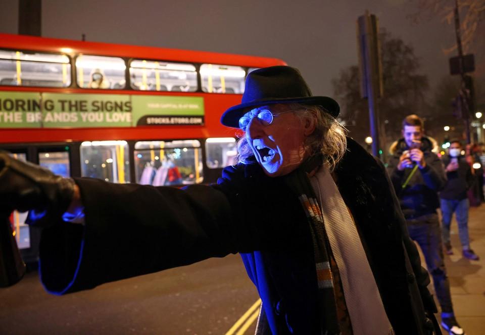 Во время протеста против мер карантина в Лондоне.