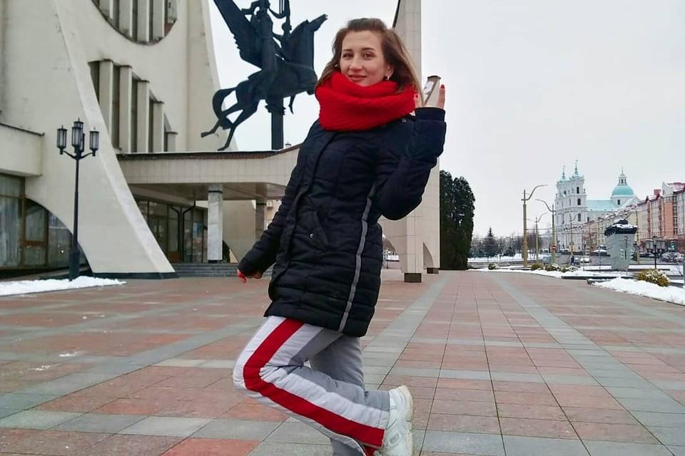 Девушку в Гродно осудили за бело-красные лампасы