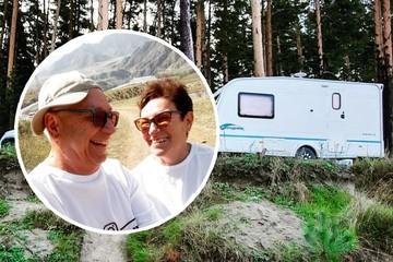 Блогеры на пенсии: пожилые супруги из Новосибирска купили трейлер и путешествуют на нем по всей Сибири