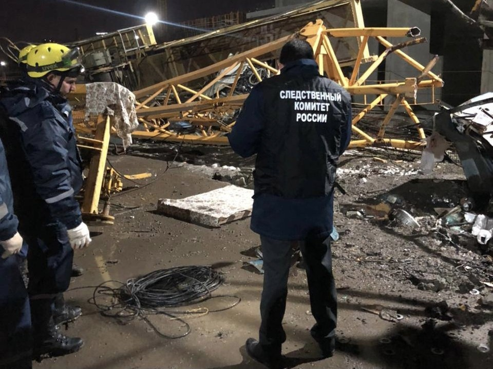 В Краснодаре два человека погибли из-за падения башенного крана