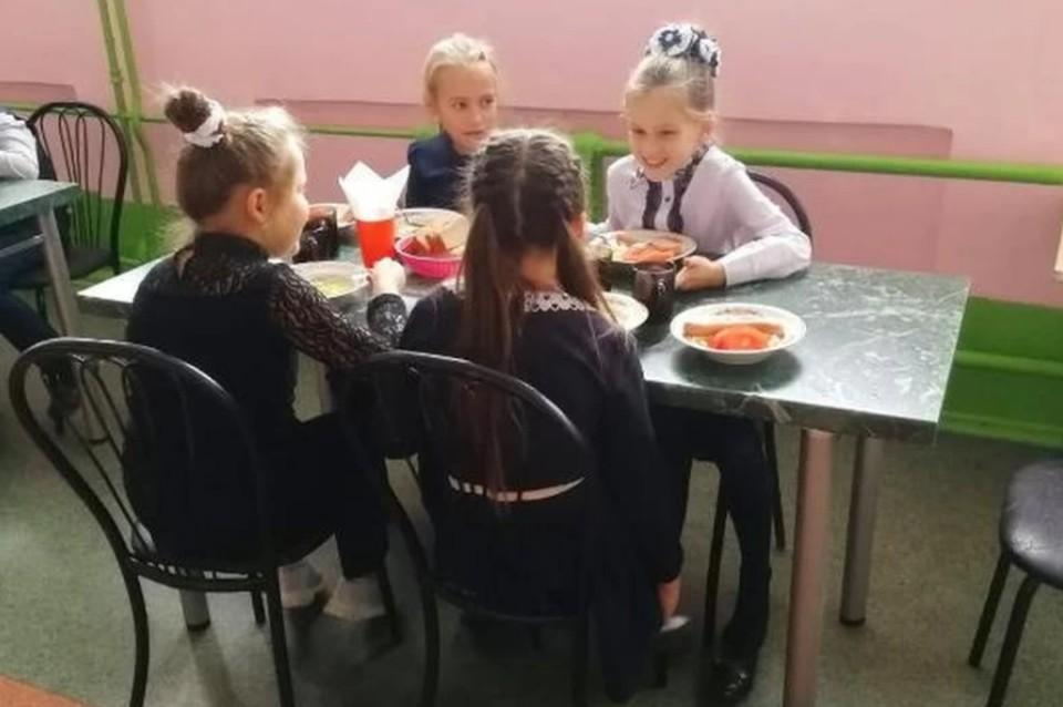 Все произошло в школьной столовой. Фото Михаила Зорина