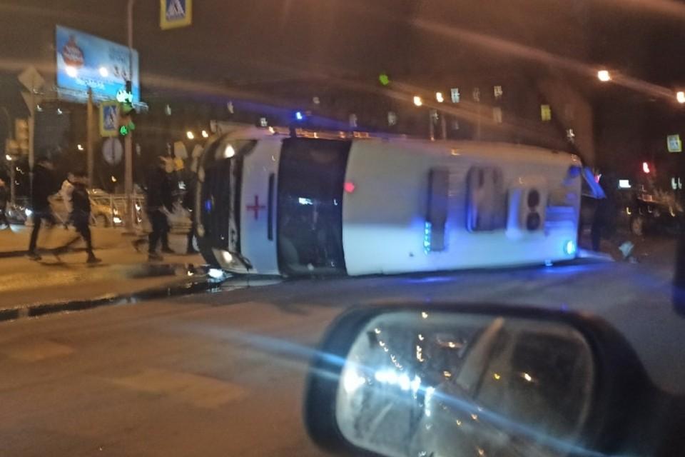 Врач и пациент пострадали в жестком ДТП легковушки и «скорой» в Санкт-Петербурге