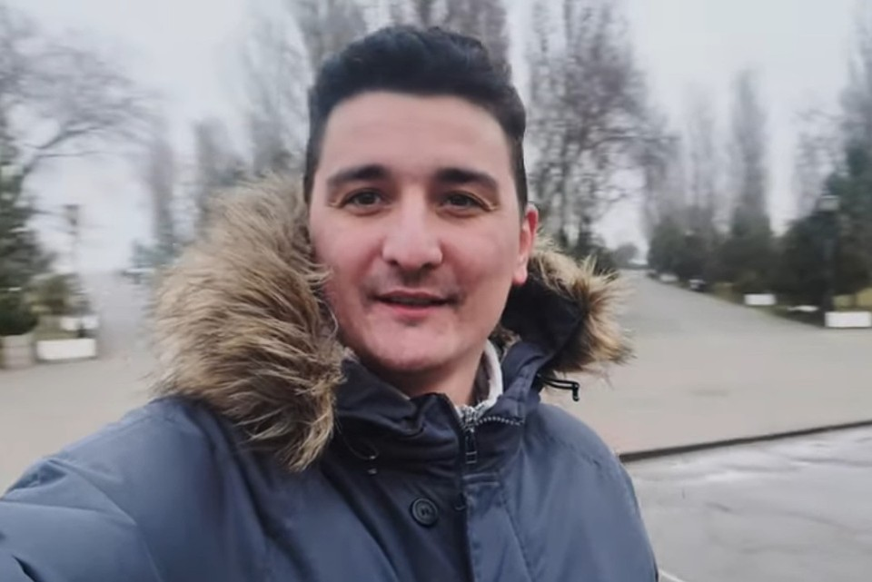 """Ради одной из историй Артем ездил в Таганрог. Фото: скрин из Youtube/""""Движение вверх"""""""
