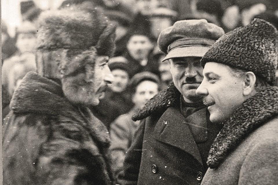Сталин, Молотов и Ворошилов (слева направо) к концу 1920-х уже отодвинули от власти не только Троцкого, но и других вождей-интеллектуалов.