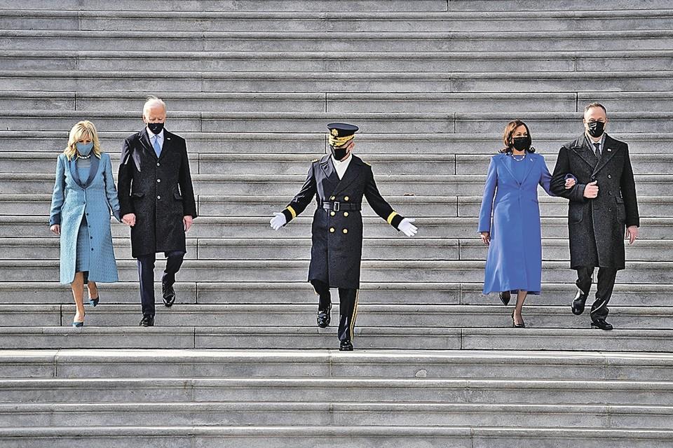 Слева Байден с первой леди США Джилл. Справа - вице-президент Камала Харрис с мужем Дугласом. Он теперь, видимо, - певый вице-джентльмен США… Фото: U.S. Department of State/Wikimedia Commons