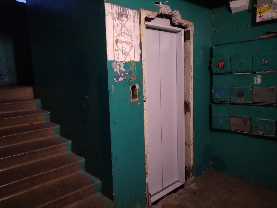 Уже 5 месяцев лифты в доме №23 по улице Фомина остановлены