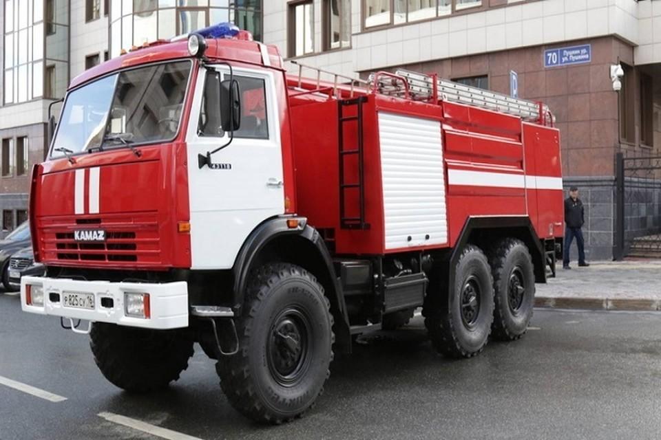 На место пожара выезжали сотрудники МЧС