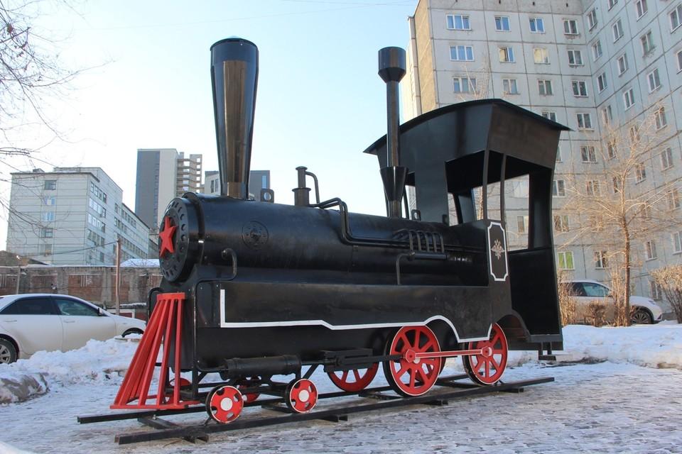 В Красноярске появился трехметровый паровоз. Фот: пресс-служба администрации Красноярска