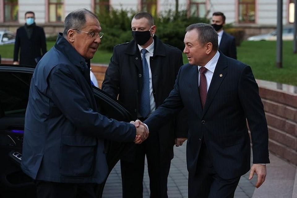 По телефону Лавров и Макей вновь обсудили взаимодействие обеих стран. Фото: МИД.