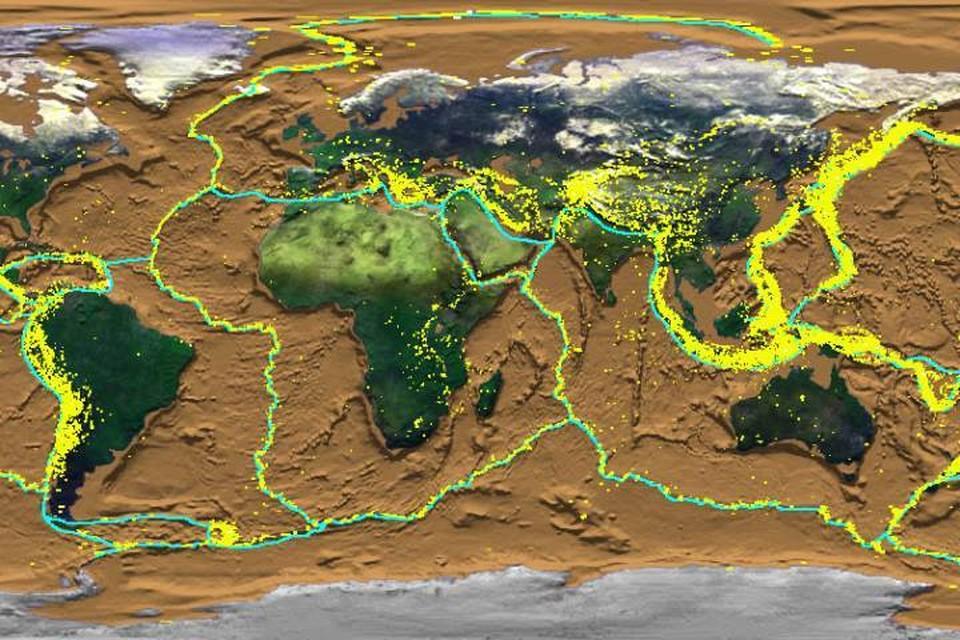 Поверхность Земли скроена из больших и малых плит, которые постоянно двигаются вместе со всем, что на них находится.