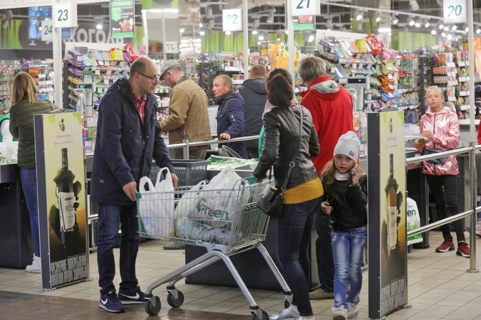 По статистике, каждый белорус раз в день весь 2020 год оставлял в магазинах 15,4 рубля. Вы согласны?