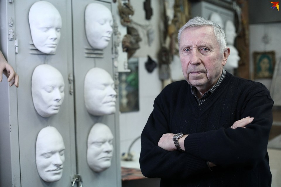 Иван Константинович Витько – старожил Театра им. Горького, он работает тут бутафором уже 58 лет.