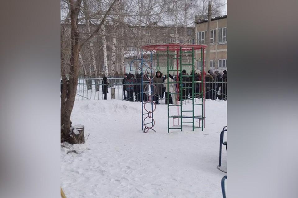 Стали известны подробности эвакуации гимназии в Кузбассе. Фото: ЧП ДТП НОВОКУЗНЕЦК/ Instagram