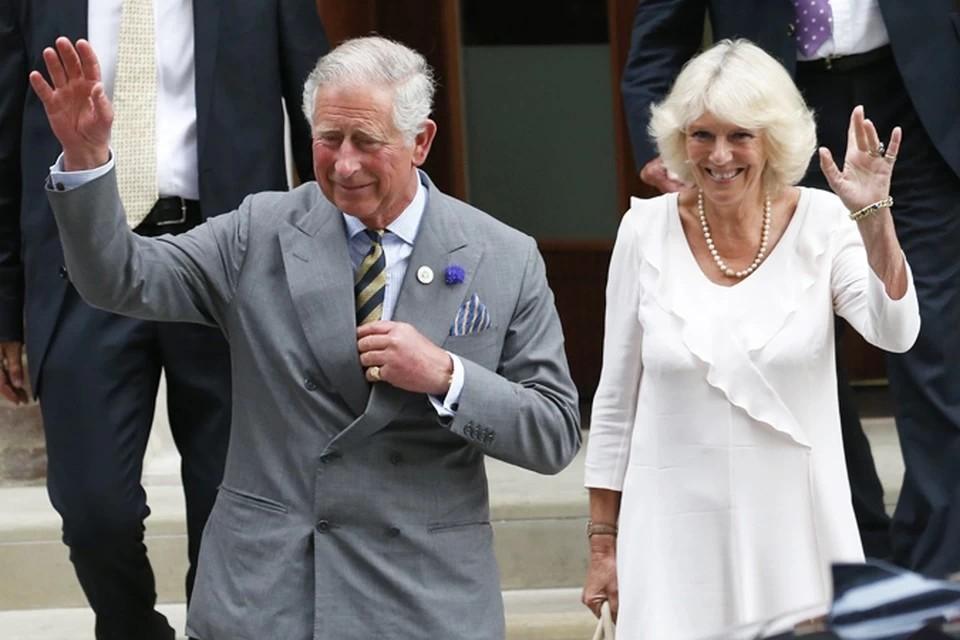 Британский принц Чарльз с женой сделали прививки от коронавируса