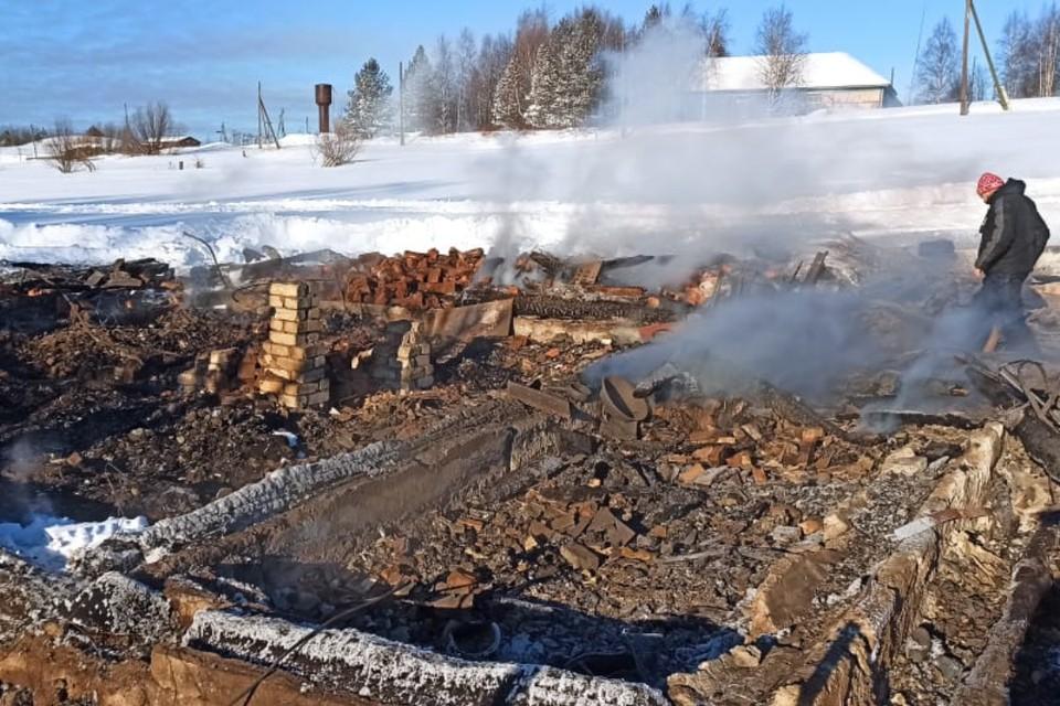 На месте трагедии обнаружили останки, предположительно, хозяина дома. Фото: vk.com/suskko