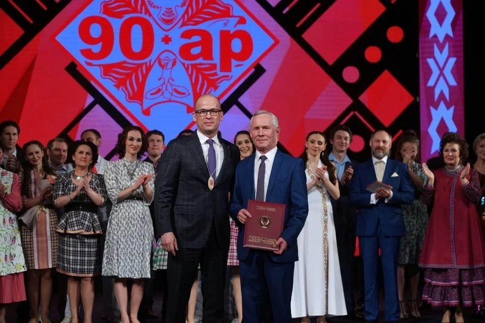 Глава Удмуртии Александр Бречалов и директор Национального театра Удмуртии Андрей Ураськин