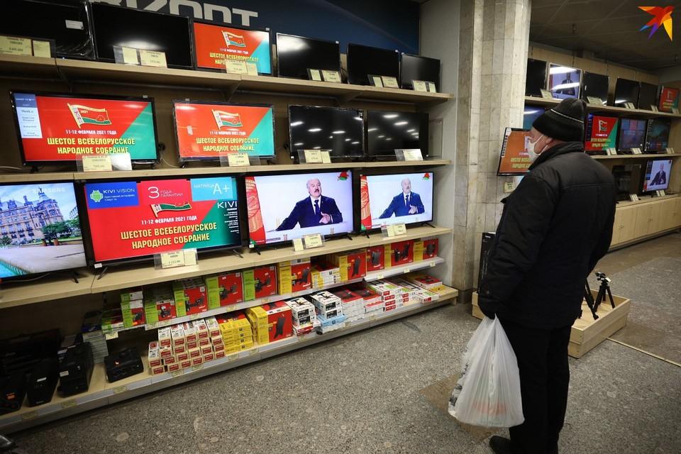 Лукашенко призвал отказаться от смартфонов в пользу кнопочных телефонов