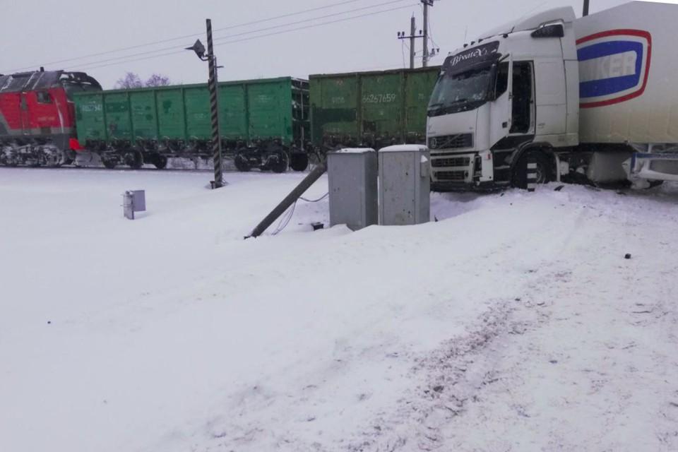 Поезд протаранил фуру на переезде под Добрушем. Фото: t.me/gomel_new
