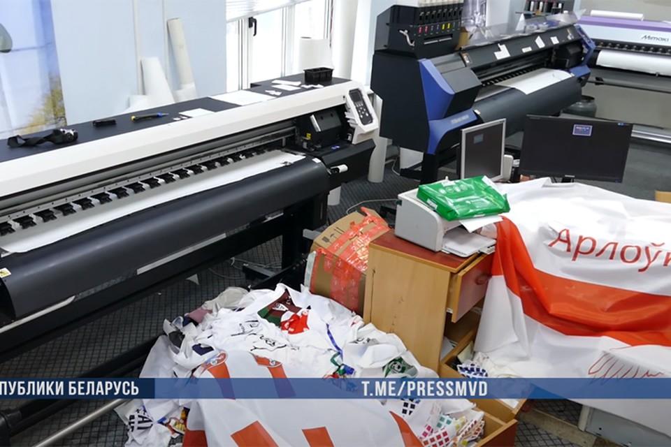 МВД: двое сотрудников большой типографии по ночам печатали «протестную атрибутику». Фото: МВД РБ.