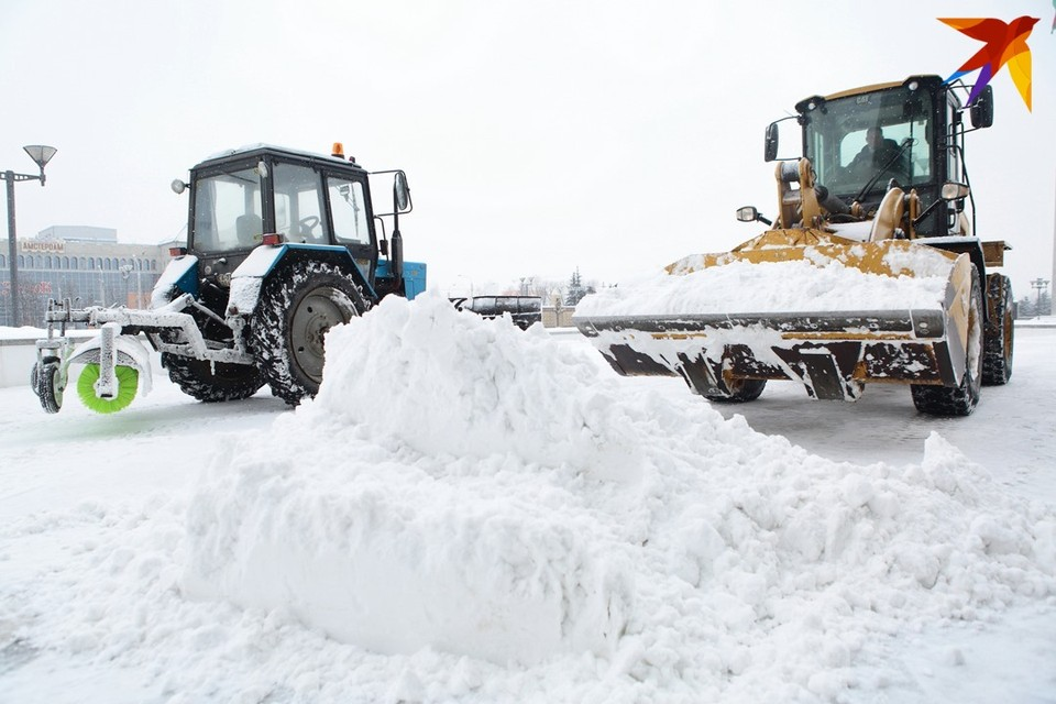 Пограничники предупреждают об очередях на украинской границе: замело снегом.