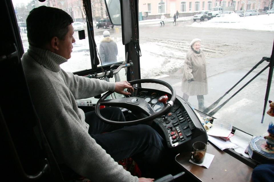 Водитель автобуса №20 проехал мимо остановки и не выпустил 11-летнего ребенка.