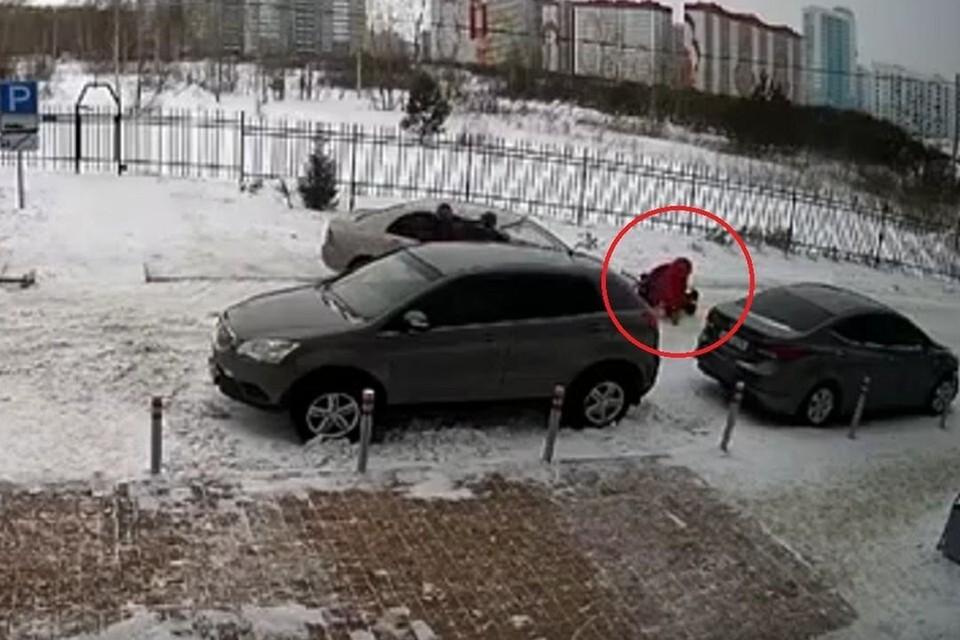 Инцидент попал на камеру видеонаблюдения. Фото: стоп-кадр