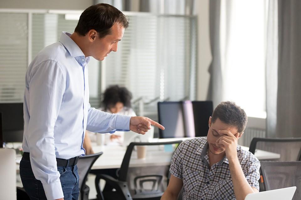 Больше всего народ недоволен тем, что руководитель то и дело норовит снизить зарплату или удлинить рабочий день