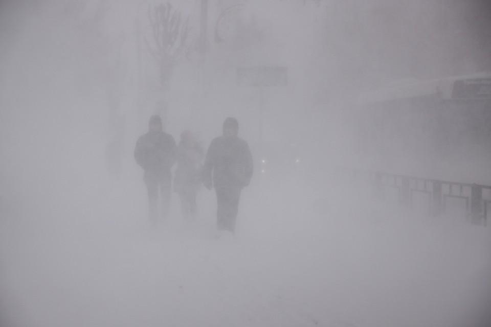 Из-за метели и снегопадов без света остались два района республики