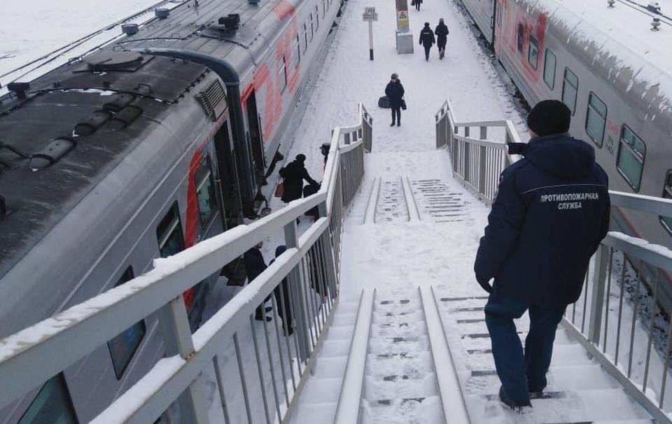 Пассажирам раздали еду, паники нет. Фото: Амурский центр ГЗ и ПБ