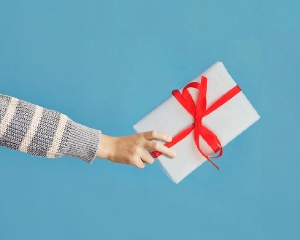 На 23 февраля мужчины предпочитают в качестве подарка деньги