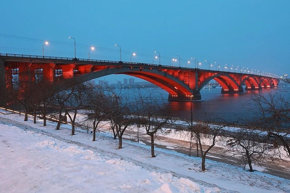 В Красноярске с 21 сквере и на пяти улицах зажгутся новые фонари