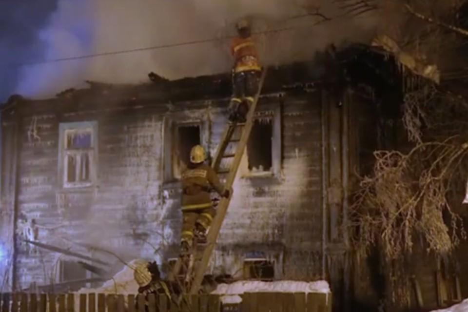 19 февраля в 00:46 в городе Кирове произошел пожар в деревянном 4-х квартирном жилом доме, расположенном по адресу ул. Бородулина, 38. Фото: admkirov.ru
