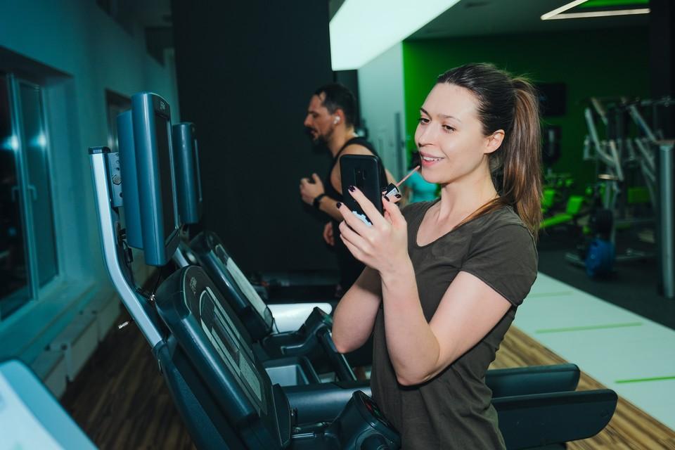Психологи посоветовали одиноким москвичкам знакомиться с приличными мужчинами в фитнес-клубах. Фото: Анжела Коцоева.
