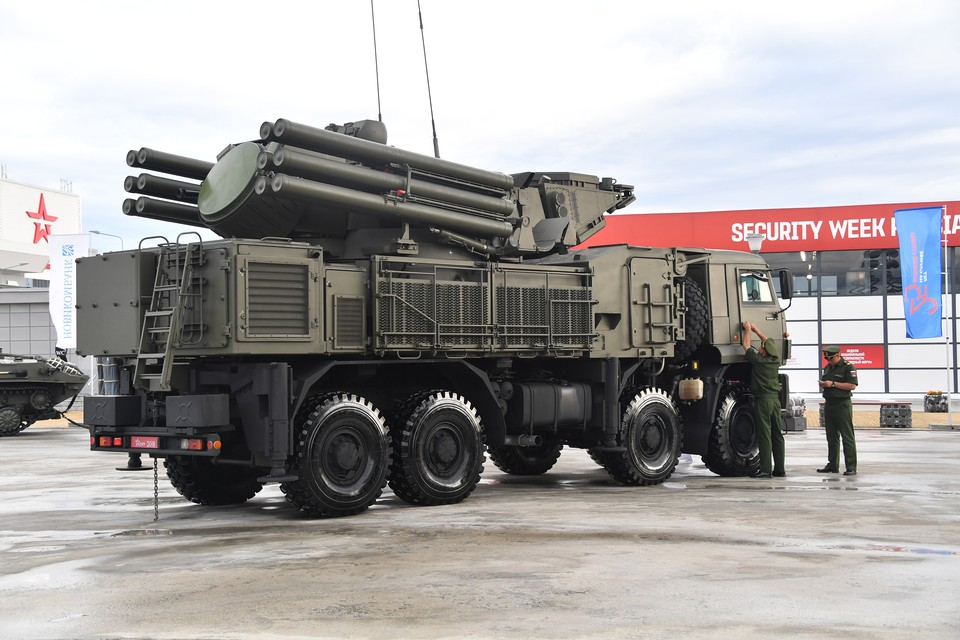 """Зенитный ракетно-пушечный комплекс """"Панцирь-С1""""."""