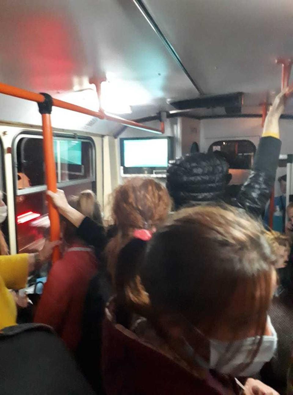 В общественном транспорте Кишинева всегда полно пассажиров.