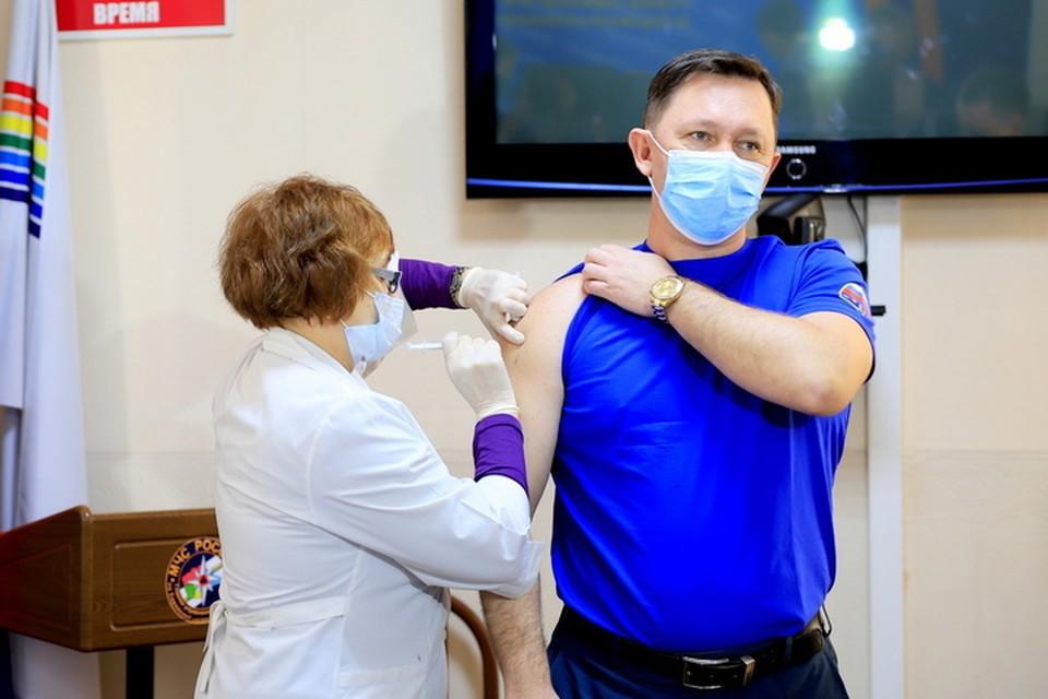 Около 100 спасателей в Еврейской автономии привились от коронавируса