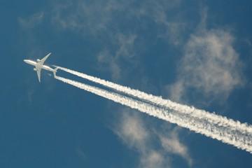 Самолет ослепил фарами сотрудника аэропорта Пулково