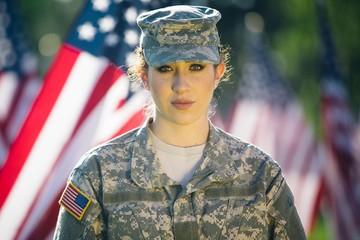 Американским военным теперь можно мелировать волосы и носить серьги