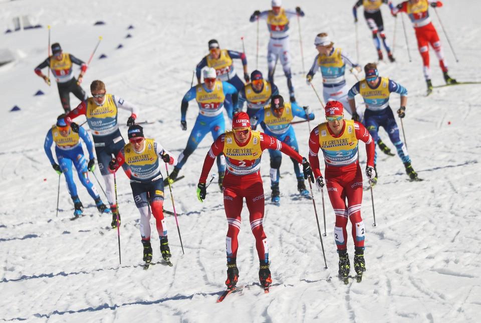 Глеб Ретивых и Александр Большунов хорошо шли по дистанции, но стали только третьими.
