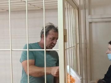 Самарец пришел к судье с двумя гранатами, чтобы решить жилищный вопрос
