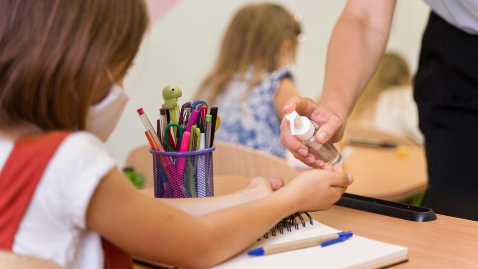 Начальные классы, возможно, вернутся в школы. Фото:ionceban.md