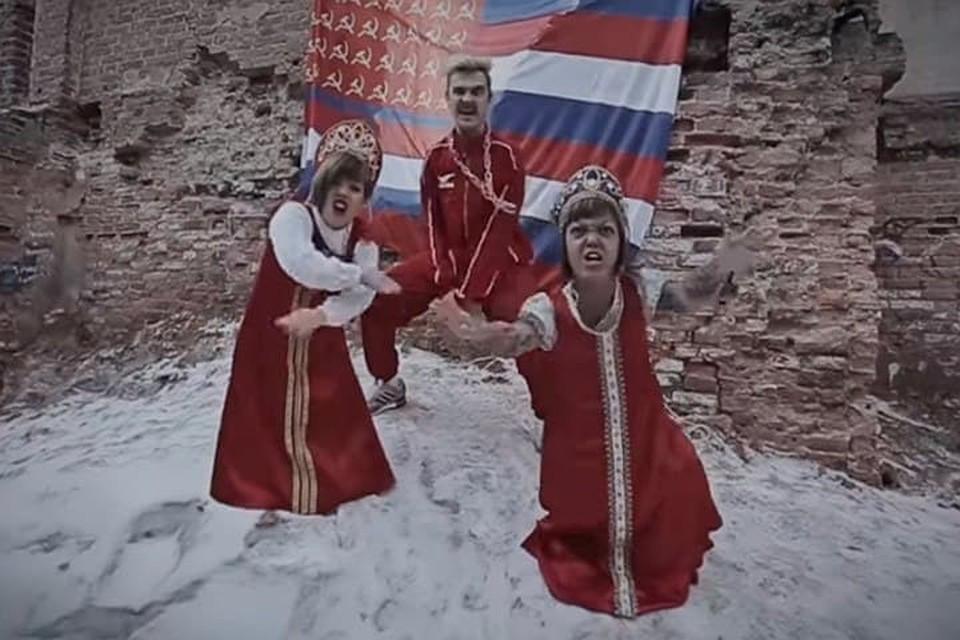Илья Прусикин отреагировал на смерть Анны Кастельянос (справа). Фото: кадр с видео YouTUBE