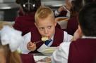 Радий Хабиров пригрозил увольнением директорам школ, в которых ученики жалуются на качество питания