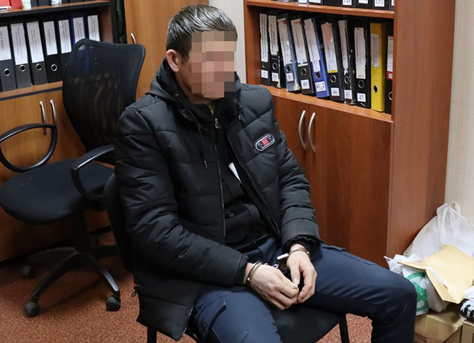 Садовник-гастарбайтер показал, как убивал семью в Нижнем Новгороде.